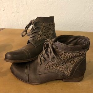 Roxy Brown Leather Lace Up Ankle Boots